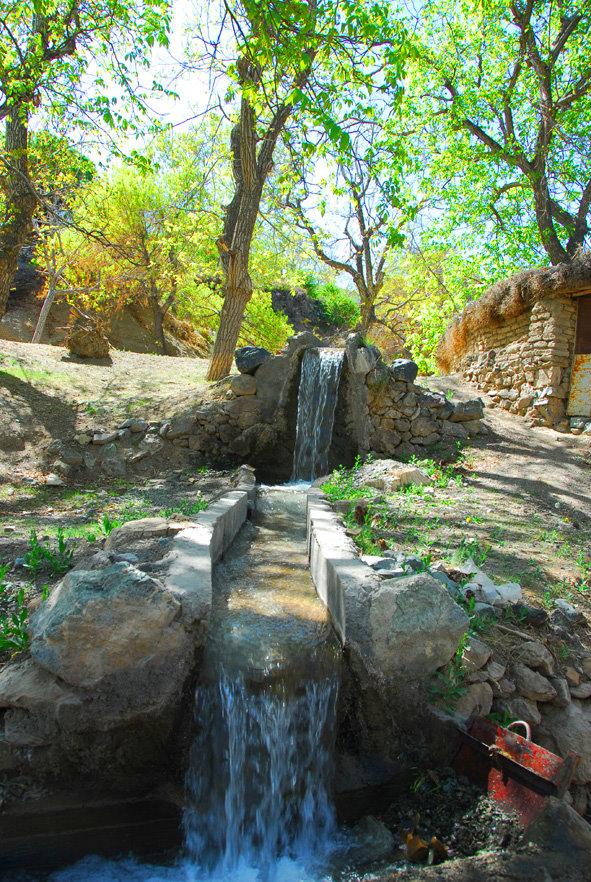 نهر آب خراشاد