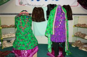 نمونه ای از لباس م�لی زنان چنشت