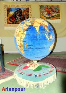 فرش موزیکال کره جغرافیایی - اثر خانم خدیجه خراشادی زاده - نمایشگاه میراث فرهنگی - بیرجند